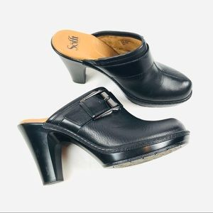 LIKE NEW! Sofft leather heeled leather clog mules